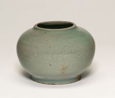 korean-art:   Globular Jar with Stylized Peonies Goryeo dynasty Early 11th century  From the Art Institute of Chicago.