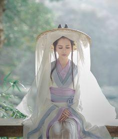 "changan-moon: "" traditional chinese fashion, hanfu. source "" This is the character Li Chang Ge from the manhua ""Chang Ge Xing/長歌行"" by Xia Da/夏达:"