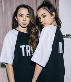 Merrell Twins Instagram, Merell Twins, Veronica And Vanessa, Veronica Merrell, Vanessa Merrell, Identical Twins, Famous Girls, Best Youtubers, These Girls
