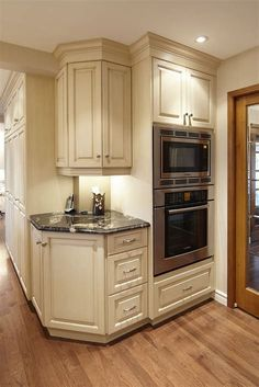 Kitchen Remodeling: Choosing Your New Kitchen Cabinets - Kitchen Remodel Ideas Home Kitchens, Kitchen Remodel Small, Kitchen Design, Kitchen Decor, Kitchen Cabinet Styles, Corner Kitchen Cabinet, Kitchen Layout, Kitchen Style, Kitchen Cabinets