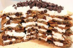 slicing the cookie cake @createdbydiane
