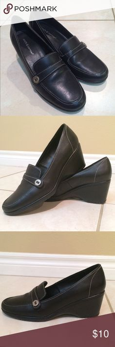 Black dress shoes Croft & Barrow comfy dress shoes. Perfect for work. Minor wear - barely noticeable. These shoes were purchased from another posher but unfortunately the shoes are a little too big for me. These size 7's might be just your size! Like new! croft & barrow Shoes