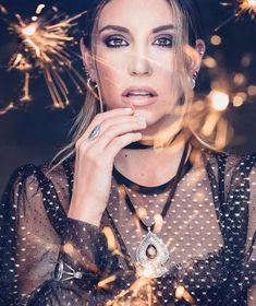 Fans, Hoop Earrings, Beauty, Jewelry, Fashion, Moda, Jewlery, Jewerly, Fashion Styles