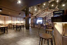 Imágenes de los taburetes metálicos para bar modelo Masu en bar La Tapería.