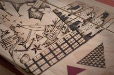 Le QG design mobilier - customisation de tables en bois à la pyrogravure - the Feebles