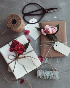 Wrapping Gifts 853572935604838706 - For that special someone. An easy DIY idea using items found in the house. Source by Wrapping Gifts 853572935604838706 - For that special someone. An easy DIY idea using items found in the house. Flower Packaging, Gift Packaging, Packaging Ideas, Simple Packaging, Creative Gift Wrapping, Creative Gifts, Wrapping Gifts, Wrapping Papers, Wrapping Paper Ideas