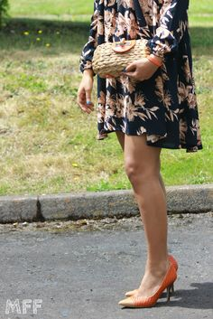 e960eeeba30a Get summer-ready in a floral baggy dress and cool pumps!