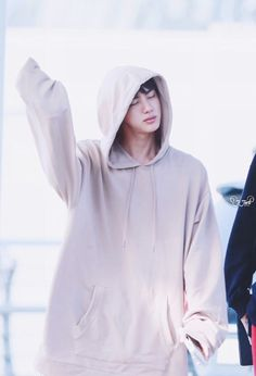Aww! sweet baby Jin! I just wanna hug him and cradle him in my arms like the fluffy teddy bear he is ^^