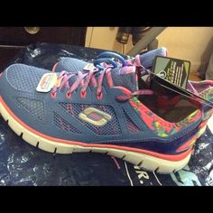 Sketchers woman relax to fit shoes Comes with two color lace-blue n blue pink shade.never worn. Skechers Shoes Sneakers