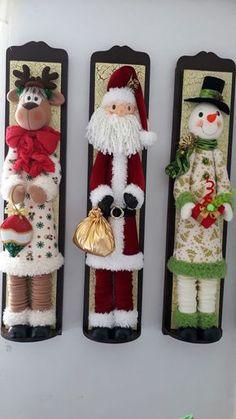 Christmas 2019 : Felt Christmas decorations on wooden frames Best Christmas Tree Decorations, Felt Decorations, Christmas Ornaments To Make, Christmas Sewing, Christmas Makes, Noel Christmas, Felt Ornaments, Beautiful Christmas, Christmas Crafts