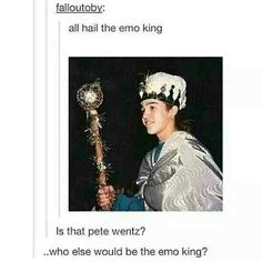 Who else would be the emo king?>>>> Gerard fucking way!<<< Gee is the sheriff of emo town. Pete is the emo king. Emo Bands, Music Bands, Pete Wentz, Band Memes, Panic! At The Disco, Pierce The Veil, Pop Punk, My Tumblr, Paramore