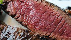 Bárnyhús, baromfihús, vadak, halak, sertés húsok.