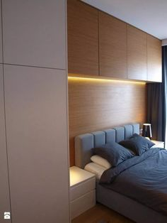 Like the contrast tone of overhead cabinets to break the line up Bedroom Cupboard Designs, Wardrobe Design Bedroom, Home Room Design, Modern Bedroom Design, Master Bedroom Design, Home Decor Bedroom, Fitted Bedroom Furniture, Fitted Bedrooms, Bedroom Built Ins