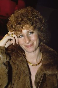 Barbra shows the curliness can be awsome! Brooklyn, I M The Greatest, New York City, Jazz, Kris Kristofferson, Julie Andrews, Barbra Streisand, Famous Stars, A Star Is Born