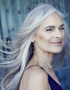 Ideas Hair Grey Makeup Aging Gracefully For 2019 Long Gray Hair, Grey Wig, Pelo Color Plata, Butter Blonde, Grey Makeup, Hair Makeup, Silver Haired Beauties, Look Dark, Natural Hair Styles