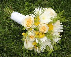 #yellowandwhitebridalbouquet | #bridalbouquets | #weddingflowers