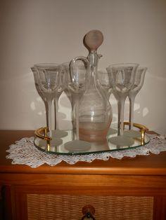 Roze glaswerk, glazen, karaf, dienblad www.detijdvantoen.net Brocante & Styling