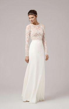 Prachtige trouwjurk van het merk Anna Kara. De kanten top valt nauwsluitend en schijnt lichtjes door waardoor het geheel een sexy look krijgt. De losse zwierige rok maakt het plaatje compleet en in balans.