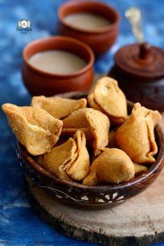 Indian Snacks, Indian Food Recipes, Vegetarian Recipes, Snack Recipes, Diwali Recipes, Indian Breads, Appetizer Recipes, Ravioli, Samosa Chaat