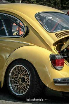 volkswagen classic cars and women Auto Volkswagen, Volkswagen Beetle, Fusca German Look, Vw Super Beetle, Bbs, Yellow Car, Vw Cars, Car Wheels, Vw Beetles