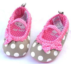 Cute little baby shoes Little Girl Shoes, Baby Girl Shoes, Girls Shoes, Little Girls, Cute Little Baby, Cute Baby Girl, Baby Love, Cute Babies, Baby Girl Fashion