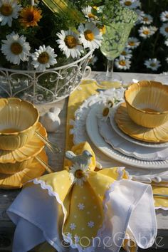 Yellow and white spring daisy table scape. Party Decoration, Table Decorations, Daisy Decorations, Beautiful Table Settings, Napkin Folding, Deco Table, Mellow Yellow, Color Yellow, Afternoon Tea