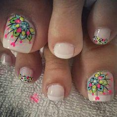 French Pedicure, Pedicure Nail Art, Toe Nail Art, Mani Pedi, Pretty Pedicures, Pretty Nails, Summer Toe Nails, Spring Nails, Hello Nails