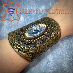 Welcome to see more pictures of this #tooledleather #labradorite #cuff #bracelet in my #Etsy shop #Gemsplusleather 😌 #Gemsforall #leather #leathercraft #Leatherwork #artisan #artisanjewelry #leatherjewelry #instajewelry #jewelrygram #gemstonejewelry #jewelry #leatherjewelry #leatherart #Handpainted #giftforher #handmadejewelry #gemstonejewelry #etsyshop #etsyseller #handmadejewelry #handmadewithlove #handmade