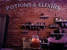 Harry Potter fans, prepare to lose your sh*t. There's a Harry Potter-themed bar in Toronto called The Lockhart, and whether you're traveling by broom or by floo powder, you'll want to check it out. Harry Potter Cocktails, Harry Potter Potions, Rice Cooker Recipes, Rice Recipes, Cocktail Ingredients, Harry Potter Wedding, Best Beer, Bar, Toronto Canada