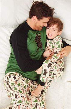 Pijama Little Blue House estampado con personajes de los bosques canadienses: alces, osos... en algodón 100% y a juego para toda la familia. Envío 24/48h.