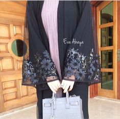 Mode Abaya, Mode Hijab, Abaya Designs Latest, Abaya Fashion, Fashion Outfits, Hijab Style Tutorial, English Fashion, Muslim Dress, Islamic Fashion