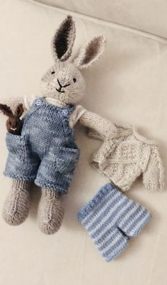 Com Best 12 Knitted Teddy Bear Quick Video Tutorial – SkillOfKing. Knitted Bunnies, Knitted Teddy Bear, Knitted Animals, Knitted Dolls, Crochet Toys, Teddy Bear Toys, Animal Knitting Patterns, Stuffed Animal Patterns, Crochet Patterns