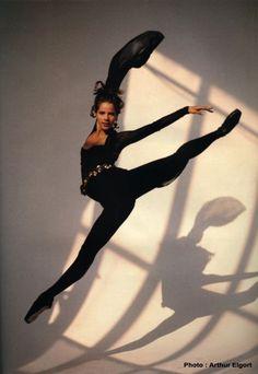 The Royal Ballet School Alumni Darcey Bussell (for Vogue) Shall We Dance, Just Dance, Royal Ballet School, Ballet Photos, Ballet Images, Dance Images, Professional Dancers, Street Dance, Ballet Beautiful