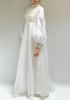 Love the simplicity of this bridal attire and the lace work. It would be ideal for your beach wedding! Muslimah Wedding Dress, Muslim Wedding Dresses, Muslim Dress, Wedding Abaya, Dress Wedding, Abaya Fashion, Muslim Fashion, Modest Fashion, Fashion Dresses
