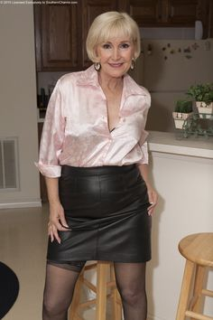 Mandy lee and granny pantyhose