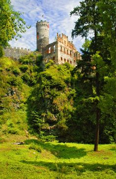 Hauenštejn castle near Klášterec nad Ohří, Czechia - The castle was built in the 13th century by Přemysl Otakar II to guard royal paths and local mines. #castles #Czechia