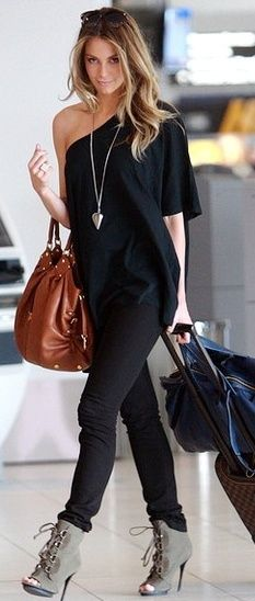 Can you ever go wrong with black? V. ( the shoes are a no-go r/t cold toes, but otherwise fab outfit!)