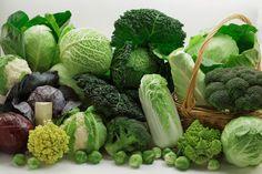 De talrige afvigende kålformer er fremkommet ved udvalg af planter med abnorm udvikling af blade (for eksempel grønkål og hvidkål), knopper (rosenkål), blomster og stilk (broccoli) eller blomsterstande (blomkål)