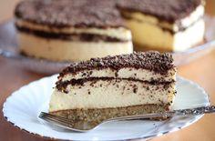 Oppskrift på kongekake med fromasj. Cake Recipes, Dessert Recipes, Norwegian Food, Pudding Desserts, Something Sweet, Creative Food, Let Them Eat Cake, Yummy Cakes, No Bake Cake