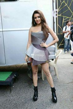 Beautiful Bollywood Actress, Beautiful Indian Actress, Hot Actresses, Indian Actresses, Shraddha Kapoor Cute, Sraddha Kapoor, Chloe Grace Moretz, Bollywood Stars, Western Outfits