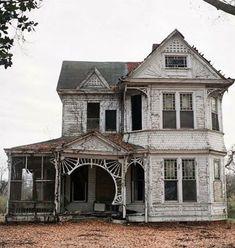 Old Farm house, detailed porch. Abandoned Farm Houses, Old Abandoned Buildings, Old Farm Houses, Abandoned Mansions, Old Buildings, Abandoned Places, Abandoned Library, Abandoned Detroit, Abandoned Prisons