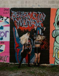 Rock Chic Outfits, Street Art Photography, Sister Photos, Senior Pictures, Senior Pics, Graffiti Wall, Instagram Worthy, Art Model, Urban Art