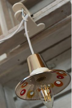 Selfmade upcycling clamp on lamp.  More similar ideas: www.upcycle-it.ch #upcycling #repurpose #interior #wohnen #lampen