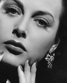 Hedy Lamarr - resplendent.