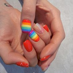 Rainbow nail art designs are very popular this season. Some women like rainbow nails. Rainbows may have different meanings in one's life. It can be a basic way to indicate life and its many stages of mental state. If you also like rainbow nails, lo Diy Nails, Cute Nails, Pretty Nails, Perfect Nails, Gorgeous Nails, Rainbow Nail Art Designs, Diy Beauty Hacks, Manicure E Pedicure, Pedicure Ideas