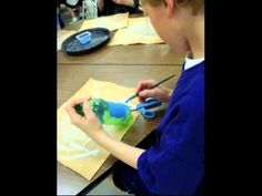 video tutorial for Dale Chihuly Sculpture using plastic bottles painted with acrylics Sculpture Lessons, Sculpture Art, 2nd Grade Art, Dale Chihuly, Art Lessons Elementary, Art Programs, Recycled Art, Art Classroom, Bottle Art