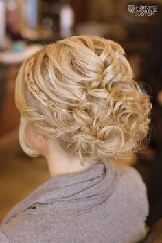 Gorgeous up style :)