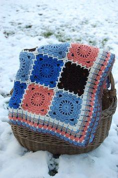 Bohemian Oasis crochet blanket, 4 Different Methods for Joining motifs ( 1 ) Source … Source: Flikr Source … Writen Pattern: Bohemian Oasis by DROPS De. Crochet Eyes, Crochet Motifs, Crochet Quilt, Crochet Blocks, Crochet Squares, Crochet Granny, Granny Squares, Crochet Tablecloth Pattern, Crochet Blanket Patterns