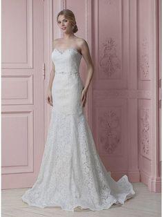 3908126e7318 Vestito da Sposa 2019 a sirena di pizzo con scollo a cuore