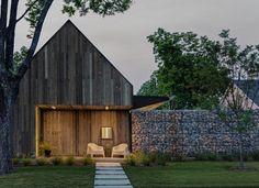 Fassade aus verwittertem, recyceltem Holz